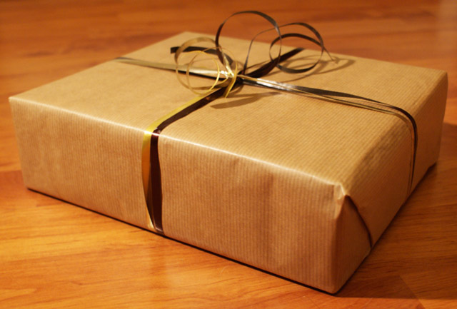 Brown paper Christmas wrapping idea